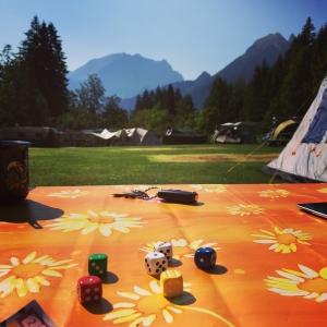 Quixx auf dem Campingplatz, direkt nach dem Frühstück. So geht's doch auch!